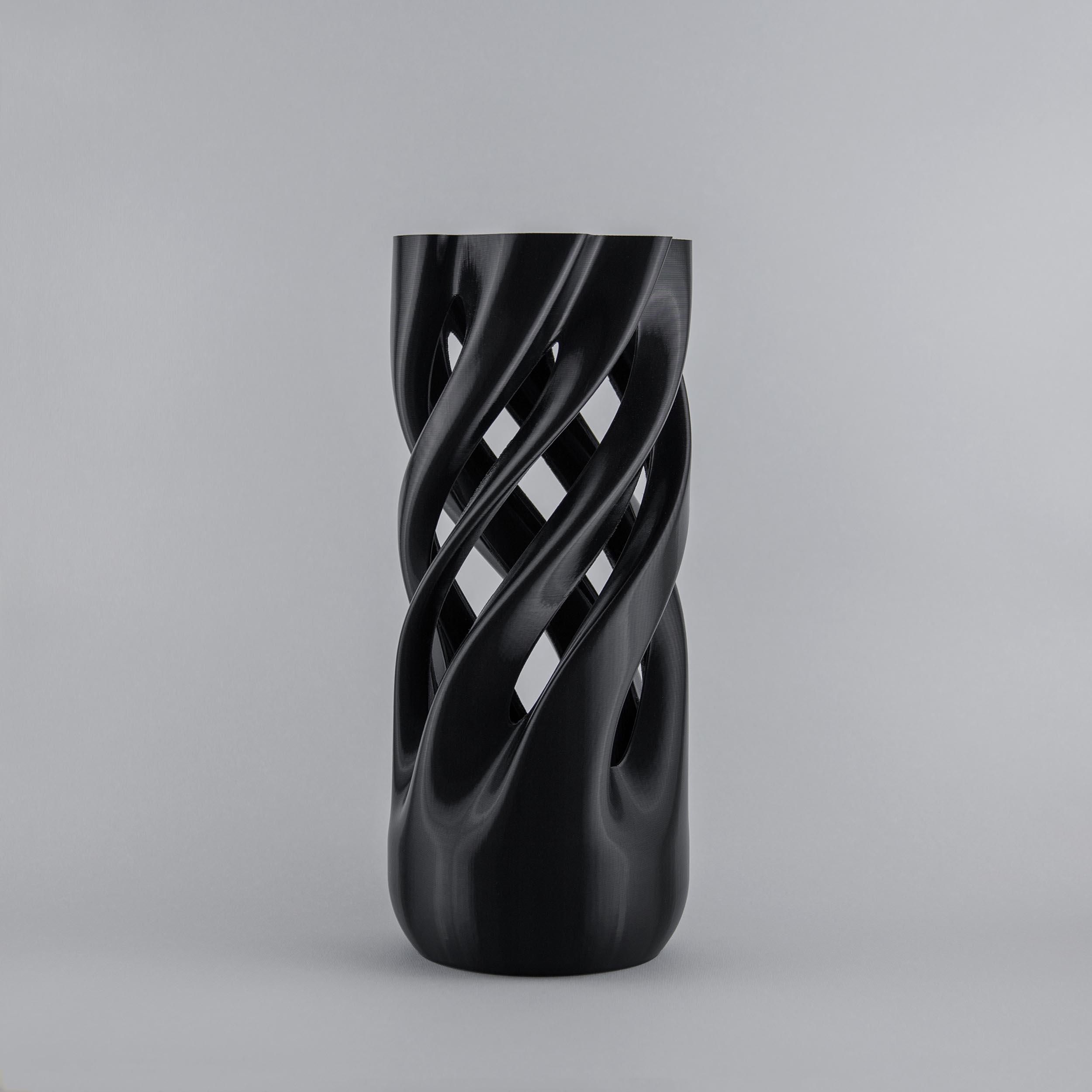 Abbracciame 3D printed vase in black